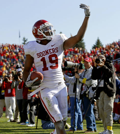Oklahoma&#039;s Justin Brown (19) celebrates after a touchdown during a college football game between the University of Oklahoma (OU) and Iowa State University (ISU) at Jack Trice Stadium in Ames, Iowa, Saturday, Nov. 3, 2012. Oklahoma won 35-20. Photo by Bryan Terry, The Oklahoman