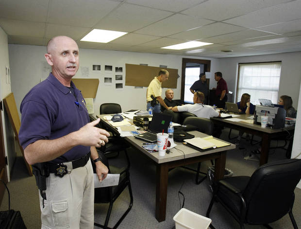 Oklahoma State Bureau of Investigation Agent Ben Rosser explains the workings of a command center set up for investigating the murders of Taylor Dawn Paschal-Placker, 13, and Skyla Whitaker, 11, in Okemah, Okla., on Friday, June 13, 2008.  (AP Photo/Stephen Pingry, Pool)
