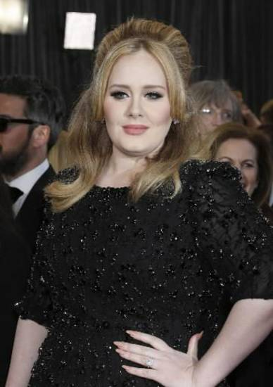 Adele strikes a pose on the Oscars red carpet. (AP)