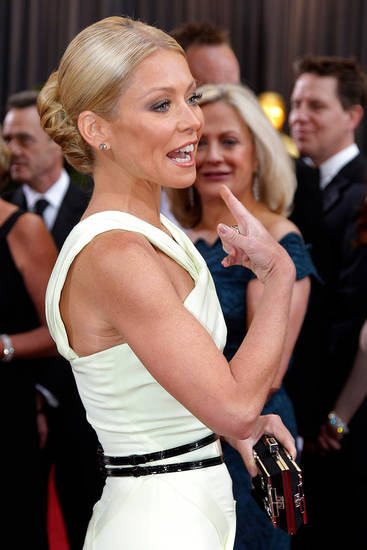Kelly Ripa arrives before the 84th Academy Awards on Sunday, Feb. 26, 2012, in the Hollywood section of Los Angeles. (AP Photo/Amy Sancetta) ORG XMIT: OSC213
