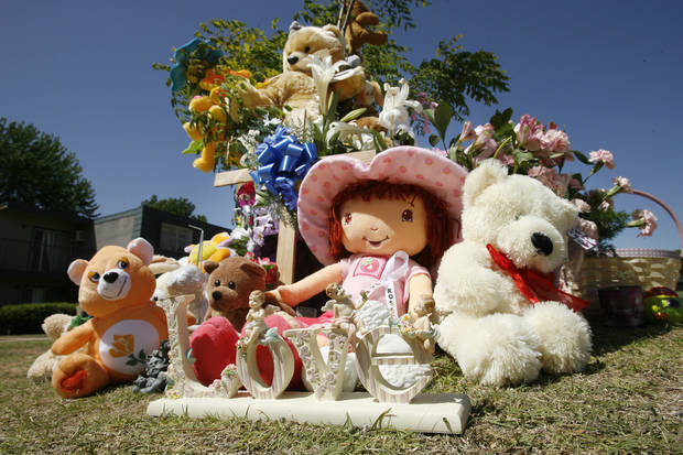 A memorial near the apartment of Jamie Rose Bolin.  By Steve Sisney, The Oklahoman