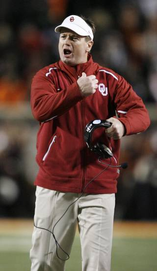 Bob Stoops during the first half of the college football game between the University of Oklahoma Sooners (OU) and Oklahoma State University Cowboys (OSU) at Boone Pickens Stadium on Saturday, Nov. 29, 2008, in Stillwater, Okla. STAFF PHOTO BY BRYAN TERRY