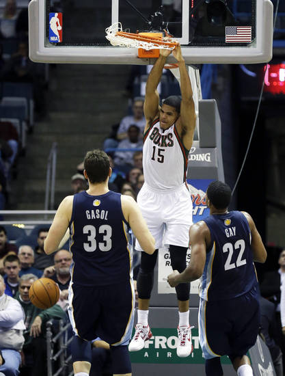 Milwaukee Bucks' Tobias Harris (15) dunks in front of Memphis Grizzlies' Marc Gasol (33), of Spain, and Rudy Gay during the first half of an NBA basketball game, Wednesday, Nov. 7, 2012, in Milwaukee. (AP Photo/Jeffrey Phelps)
