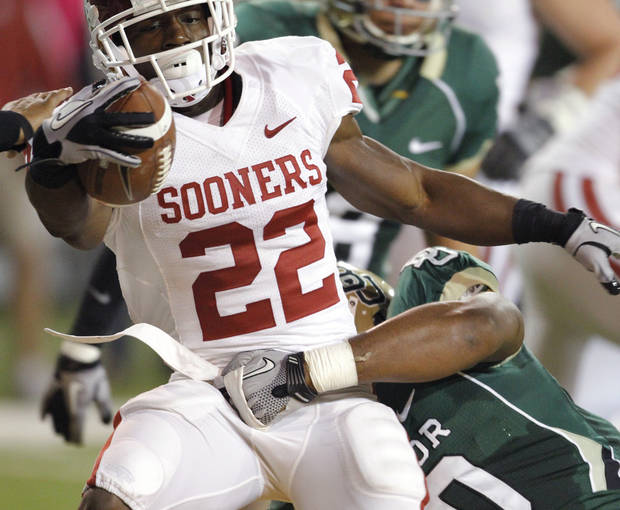 Roy Finch (22) scores during the first half of the college football game between the University of Oklahoma Sooners (OU) and the Baylor Bears (BU) at Floyd Casey Stadium on Saturday, November 20, 2010, in Waco, Texas.   Photo by Steve Sisney, The Oklahoman