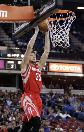 Houston Rockets forward Chandler Parson catches a lob pass for a dunk against the Sacramento Kings during the first quarter of an NBA basketball game in Sacramento, Calif., Wednesday, April 3, 2013. (AP Photo/Rich Pedroncelli)