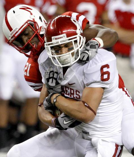 OU's Cameron Kenney bring in a pass in front of Nebraska's Prince Amukamara during the Big 12 football championship game between the University of Oklahoma Sooners (OU) and the University of Nebraska Cornhuskers (NU) at Cowboys Stadium on Saturday, Dec. 4, 2010, in Arlington, Texas.  Photo by Bryan Terry, The Oklahoman