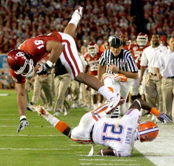 OU's Jermaine Gresham leaps over Florida's Major Wright during the first half of the BCS National Championship college football game between the University of Oklahoma Sooners (OU) and the University of Florida Gators (UF) on Thursday, Jan. 8, 2009, at Dolphin Stadium in Miami Gardens, Fla.   PHOTO BY BRYAN TERRY, THE OKLAHOMAN
