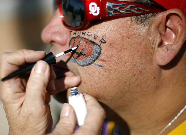 OKLAHOMA CITY THUNDER / NBA BASKETBALL TEAM / FACE PAINT / PAINTING / REGULAR SEASON OPENING NIGHT: Jimmy Jones, of Anadarko, gets his face painted outside the Ford Center in downtown Oklahoma City on Wednesday, October 29, 2008. By John Clanton, The Oklahoman  ORG XMIT: KOD
