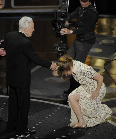 "Former Tulsan Melissa Leo kneels before Hollywood legend Kirk Douglas, 94, as he presents her with her Oscar for best supporting actress for ""The Fighter."""