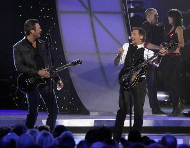 "Oklahoma country music star Blake Shelton and Kenny Loggins open the 2011 CMA Awards playing ""Footloose."" (AP photo)"