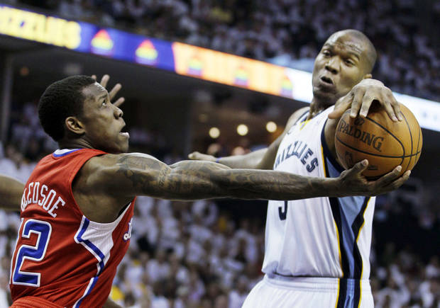 Los Angeles Clippers' Eric Bledsoe (12) competes for control of the ball with Memphis Grizzlies' Marreese Speights during the first half of Game 2 in their first-round NBA basketball playoff series in Memphis, Tenn., Wednesday, May 2, 2012. (AP Photo/Danny Johnston)