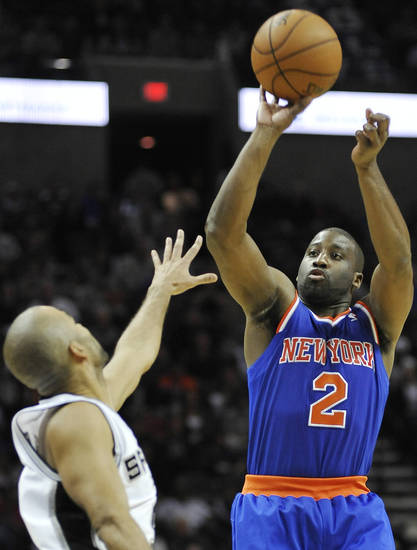 New York Knicks' Raymond Felton, right, shoots over San Antonio Spurs' Tony Parker, of France, during the second half of an NBA basketball game on Thursday, Nov. 15, 2012, in San Antonio. New York won 104-100. (AP Photo/Darren Abate)