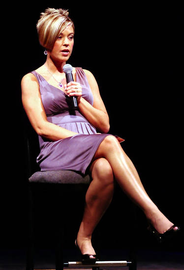 Kate Gosselin, star of TLC's hit show, Jon & Kate Plus 8, speaks Wednesday May 13, 2009, at the Frauenthal Center in Muskegon, Mich. (AP Photo|MLIVE.com, Dave Raczkowski) ** MANDATORY CREDIT: MLIVE.COM **  ORG XMIT: MIGRA201