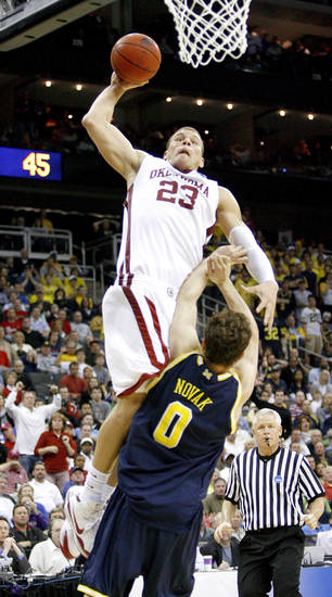 OU's Blake Griffin dunks the ball over Michigan's Zack Novak during a second-round men's NCAA college basketball tournament game between Oklahoma and Michigan in Kansas City, Mo., Saturday, March 21, 2009. PHOTO BY BRYAN TERRY, THE OKLAHOMAN
