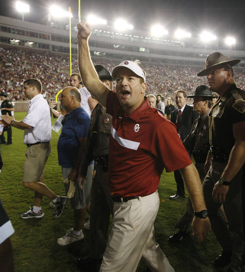 Oklahoma head coach bob Stoops reacts as he leaves the field following his team's 23-13 win over Florida State in an NCAA college football game Saturday, Sept. 17, 2011, in Tallahassee, Fla. (AP Photo/Chris O'Meara)