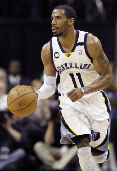 Memphis Grizzlies' Mike Conley moves the ball during second half of an NBA basketball game against the Los Angeles Lakers in Memphis, Tenn., Wednesday, Jan. 23, 2013. Conley scored 19 points as the Grizzlies won 106-93. (AP Photo/Daniel Johnston)