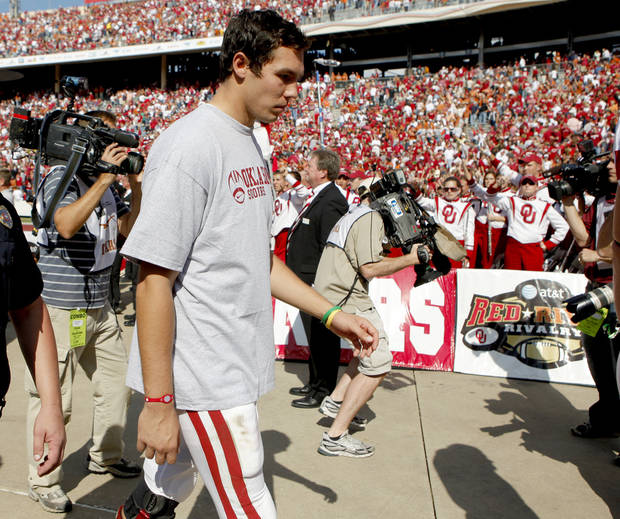 SHOULDER INJURY: OU's Sam Bradford walks off the field after OU's 16-13 loss in the Red River Rivalry college football game between the University of Oklahoma Sooners (OU) and the University of Texas Longhorns (UT) at the Cotton Bowl in Dallas, Texas, Saturday, Oct. 17, 2009. Photo by Bryan Terry, The Oklahoman ORG XMIT: KOD