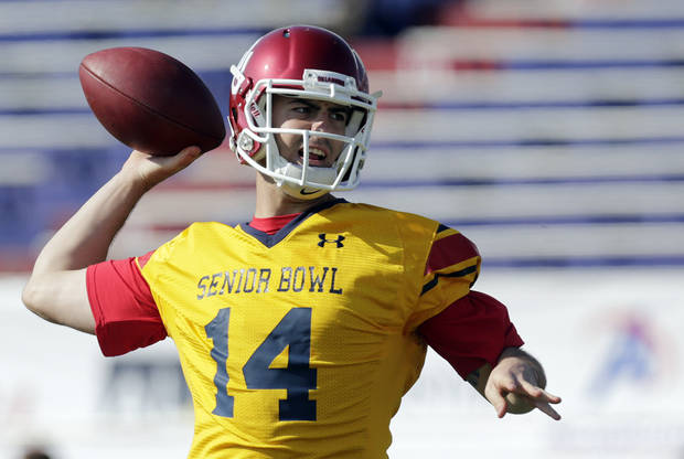 Senior Bowl South Squad quarterback Landry Jones of Oklahoma (14) throws during football practice Thursday, Jan. 24, 2013 at Ladd-Peebles Stadium in Mobile, Ala.  The Senior Bowl will be played Saturday. (AP Photo/Dave Martin) ORG XMIT: ALDM106