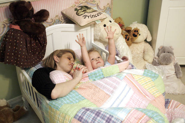 SECOND PLACE, WEB PHOTO: Elliott thanks her ceiling fan during prayers with her mother Tonya Ratcliff during bedtime, Wednesday, April 23, 2008, in Oklahoma City. BY SARAH PHIPPS, THE OKLAHOMAN