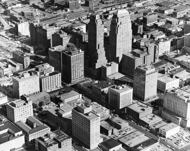 OKLAHOMA CITY / SKY LINE / OKLAHOMA / AERIAL VIEWS / AERIAL PHOTOGRAPHY / AIR VIEWS:  No caption.  Photo undated and unpublished.  Photo arrived in library on 05/26/1972.