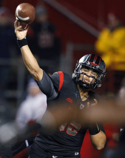 Rutgers quarterback Gary Nova throws a pass during the first half of an NCAA college football game against Louisville in Piscataway, N.J., Thursday, Nov. 29, 2012. (AP Photo/Mel Evans)