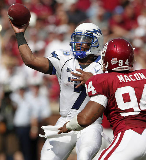 Tim Jefferson throws a pass during the first half of the college football gamebetween the University of Oklahoma Sooners (OU) and Air Force (AF) at the Gaylord Family-Oklahoma Memorial Stadium on Saturday, Sept. 18, 2010, in Norman, Okla.   Photo by Bryan Terry, The Oklahoman