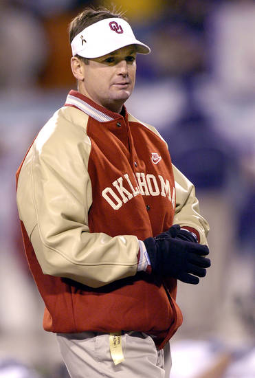 UNIVERSITY OF OKLAHOMA VS KANSAS STATE UNIVERSITY BIG 12 CHAMPIONSHIP COLLEGE FOOTBALL AT ARROWHEAD  STADIUM IN KANSAS CITY, MISSOURI, DECEMBER 6, 2003.  OU Sooner head coach Bob Stoops before the Big 12 Championship game against KSU.  Staff photo by Ty Russell