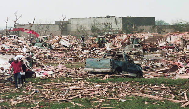 MAY 3, 1999 TORNADO: TORNADO DAMAGE: CREWS START CLEANING UP AFTER A TORNADO FLATTENS AN APARTMENT COMPLEX, WESTMOORE HIGH SCHOOL STANDS IN THE BACKGROUND. THE TORNADO HIT 12TH STREET AND WESTERN IN MOORE, OK.