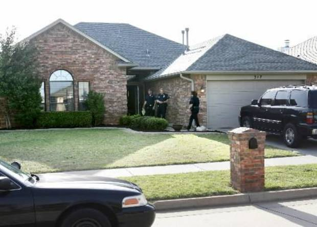 Yukon Police investigate a shooting at 317 Sunrise in Yukon, OK, involving a Piedmont policeman who shot a suspect trying to break into his home, Tuesday, April 19, 2011. By Paul Hellstern