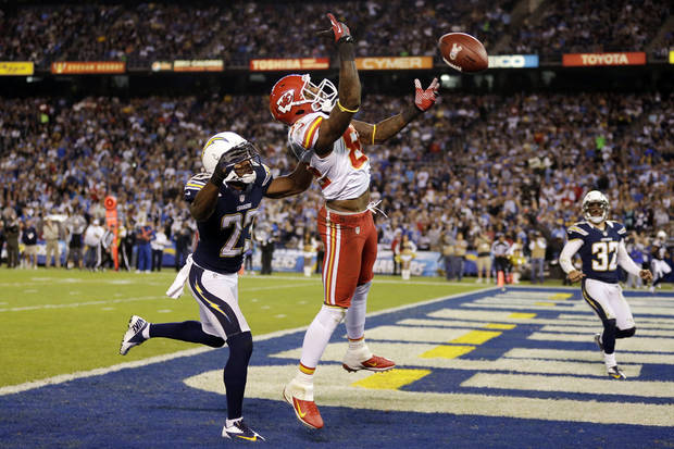 Kansas City Chiefs wide receiver Dwayne Bowe, right, misses a catch in the end zone as San Diego Chargers cornerback Quentin Jammer, left, defends in the first half during an NFL football game, Thursday, Nov. 1, 2012, in San Diego. The Chargers won 31-13. (AP Photo/Gregory Bull)