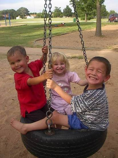 Kash < HIS LITTLE GIRLFRIEND MEGAN AND her little brother.<br/><b>Community Photo By:</b> Tama<br/><b>Submitted By:</b> Tama, Midwest