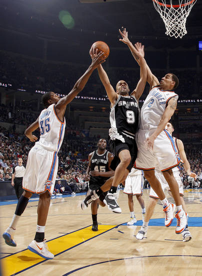 San Antonio's Tony Parker goes to the basket between Oklahoma City's Kevin Durant, left, and Thabo Sefolosha during the NBA basketball game between the Oklahoma City Thunder and the San Antonio Spurs at the Ford Center in Oklahoma City, Wednesday, January 13, 2010. Photo by Bryan Terry, The Oklahoman