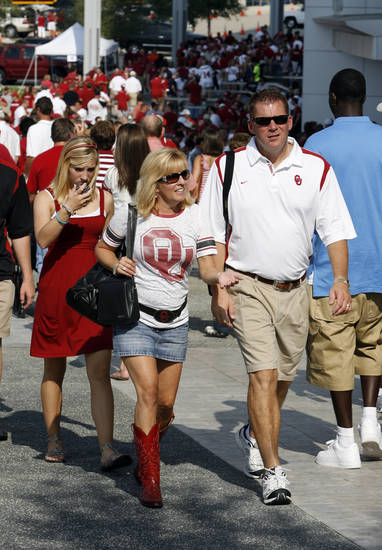 Tom and Julie French of Edmond, Okla., and daughter Kadee walk to the entrance for the college football game between the Brigham Young University Cougars (BYU) and the University of Oklahoma Sooners (OU) at Cowboys Stadium in Arlington, Texas, Saturday, September 5, 2009. By Steve Sisney, The Oklahoman