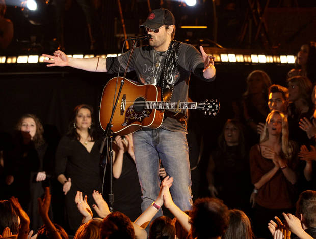 during the 45th Annual CMA Awards in Nashville, Tenn., on Wednesday, Nov. 9, 2011. (AP Photo/Mark Humphrey)