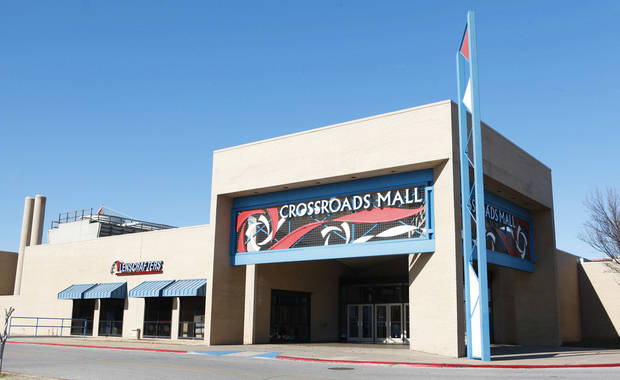 IN OKLAHOMA CITY: Crossroads Mall in south Oklahoma City is shown in this file photo.  PHOTO BY PAUL B. SOUTHERLAND, THE OKLAHOMAN