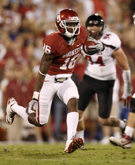 Oklahoma's Jaz Reynolds (16) runs after a reception during the college football game between the University of Oklahoma Sooners (OU) and the Texas Tech University Red Raiders (TTU) at Gaylord Family-Oklahoma Memorial Stadium in Norman, Okla., Saturday, Oct. 22, 2011. Photo by Bryan Terry, The Oklahoman