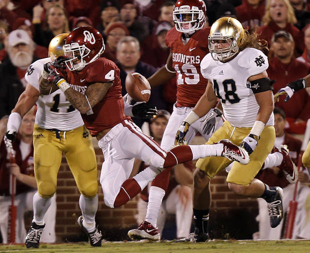 OU's Kenny Stills (4) drops a tipped pass during the college football game between the University of Oklahoma Sooners (OU) and the Notre Dame Fighting Irish at the Gaylord Family-Oklahoma Memorial Stadium on Saturday, Oct. 27, 2012, in Norman, Okla. Photo by Chris Landsberger, The Oklahoman