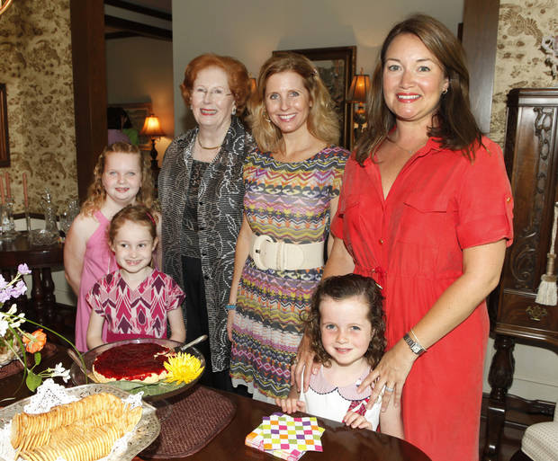 Caroline Roten, 9, Eileen Burger, 7, Liz Ross, Molly Ross, Lilly Ross, 6, and Heather Ross.