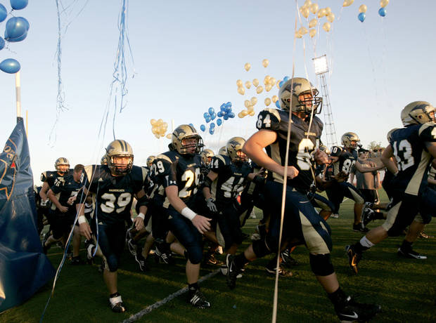 ENTER, ENTRANCE: The Southmoore Sabercats take the field before their first high school football game against Edmond Memorial in Moore, Okla., Thursday, September 4, 2008.  BY BRYAN TERRY, THE OKLAHOMAN ORG XMIT: KOD