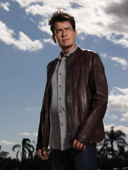 ANGER MANAGEMENT: Charlie Sheen. ANGER MANAGEMENT premieres June 28 on FX. CR: Frank Ockenfels / FX.