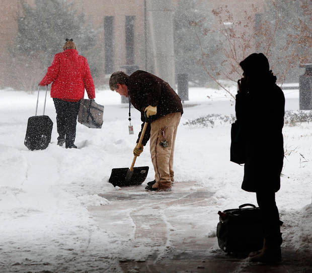 Blizzard conditions in Oklahoma City Thursday,  Dec. 24, 2009. shoveling sidewalk between terminal and parking garage at Will Rogers Airport.   Photo by Jim Beckel, The Oklahoman