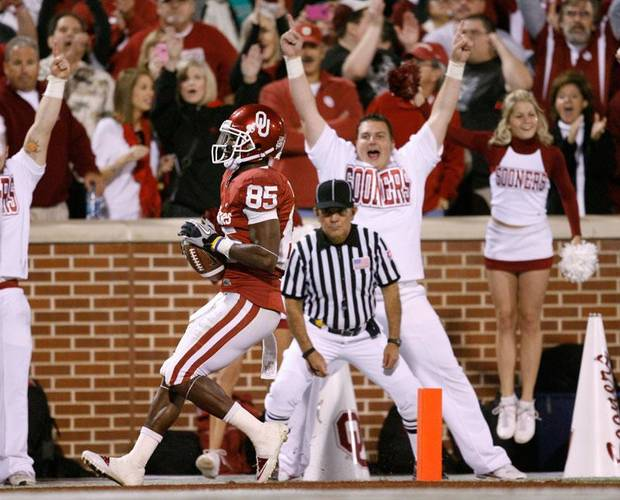 OU's Ryan Broyles scores on a 16-yard touchdown pass during the college football game between the University of Oklahoma Sooners and the University of Colorado Buffaloes at Gaylord Family-Oklahoma Memorial Stadium in Norman, Okla., Saturday, October 30, 2010. Photo by Bryan Terry, The Oklahoman