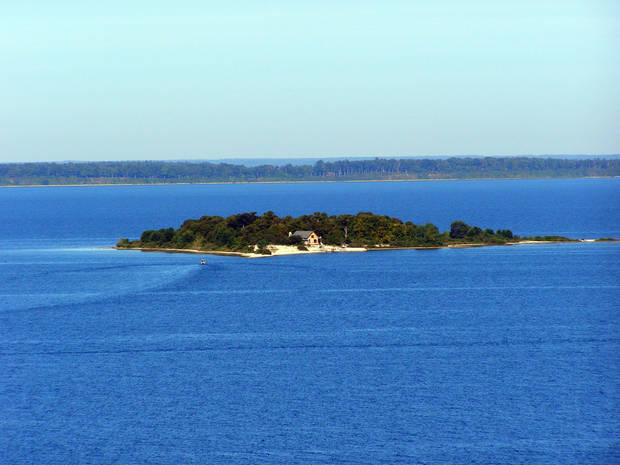 Peninsula State Park includes scenic overlooks, such as this one from Nicolette Bay. <strong>Amy Raymond, The Oklahoman</strong>