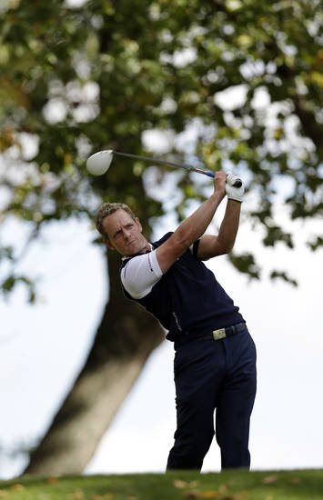 Europe's Luke Donald hits a drive on the third hole during a singles match at the Ryder Cup PGA golf tournament Sunday, Sept. 30, 2012, at the Medinah Country Club in Medinah, Ill. (AP Photo/David J. Phillip)  ORG XMIT: PGA108