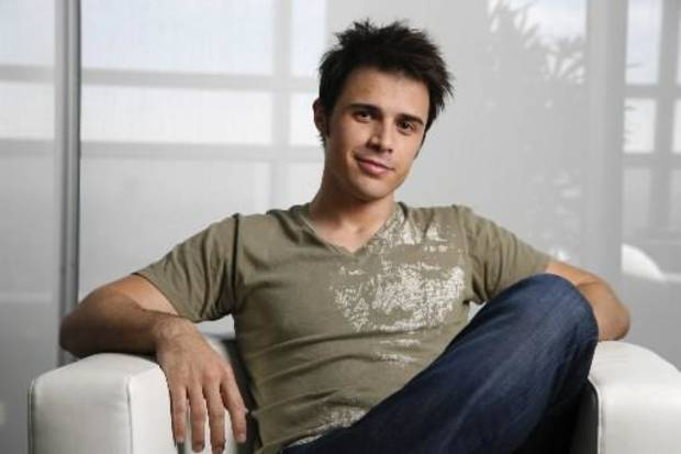 American Idol winner Kris Allen during a photo shoot in West Hollwood. (AP Photo/Jason Redmond)