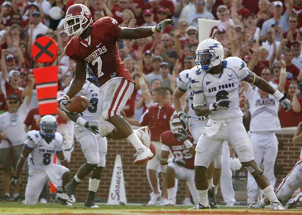 Oklahoma's DeMarco Murray (7) celebrates after his touchdown in front of Air Force's Jon Davis (6) during the second half of the college football game between the University of Oklahoma Sooners (OU) and the Air Force Falcons at the Gaylord Family - Memorial Stadium on Saturday, Sept. 18, 2010, in Norman, Okla.   Photo by Chris Landsberger, The Oklahoman