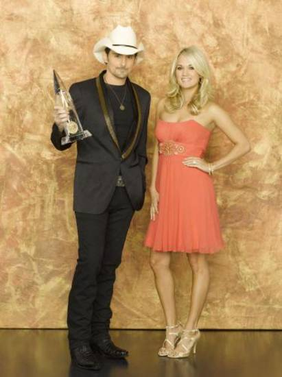Brad Paisley and Carrie Underwood pose before hosting the 2010 CMA Awards.