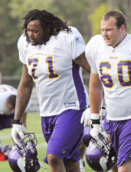 Former OU tackle Phil Loadholt is making a case to start at right tackle for the Vikings. AP photo