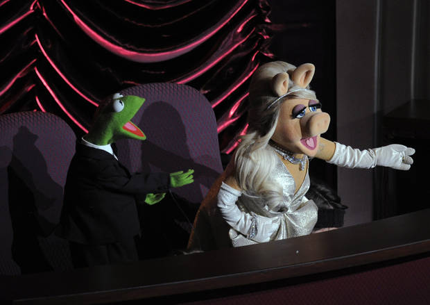 Muppets Miss Piggy and Kermit the Frog are seen during the 84th Academy Awards on Sunday, Feb. 26, 2012, in the Hollywood section of Los Angeles. (AP Photo/Mark J. Terrill) ORG XMIT: SHO138