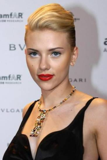 U.S. actress Scarlett Johansson wears a Bulgari necklace as she arrives at the &quot;Cinema Against AIDS Venice 2004&quot; event in the island of San Giorgio Maggiore in the Venice lagoon, Friday, Sept. 3, 2004. The $37,800 (US) necklace will be auctioned to raise funds for AMFAR, American Foundation for AIDS Research. (AP Photo/Luigi Costantini)